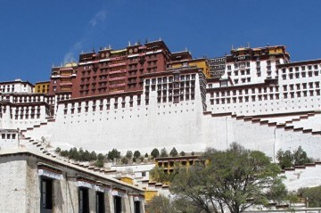 Lhasa tour with Everest base camp via Kerung Border